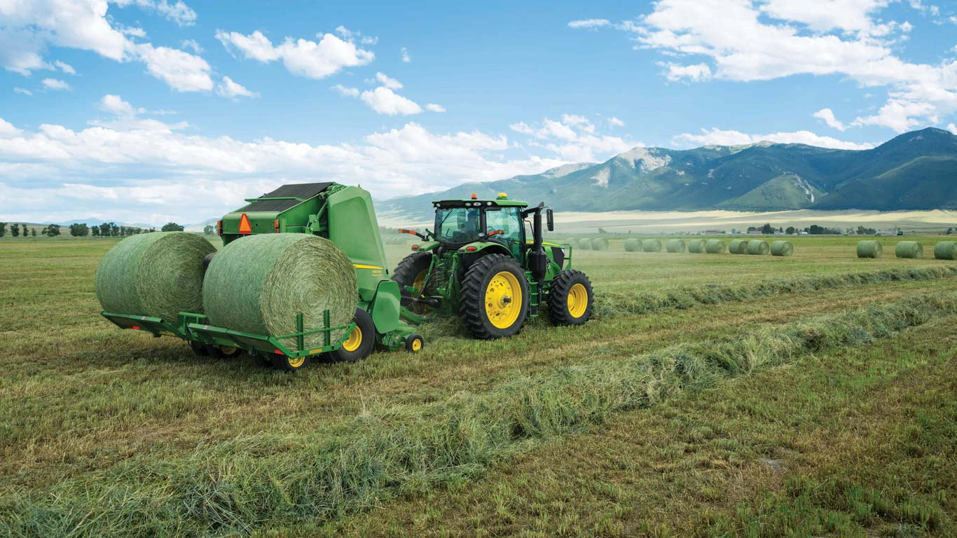 560M Round Baler equipped with a new A520R Plus2 Accumulator carries up to two round bales behind the baler while the third is made in the chamber.