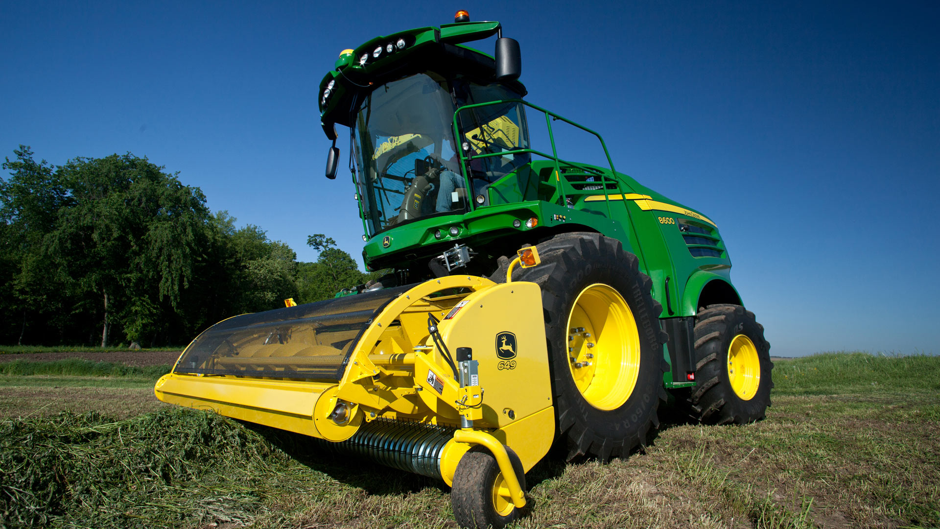 Photo of pull-type forage harvester head and pickup